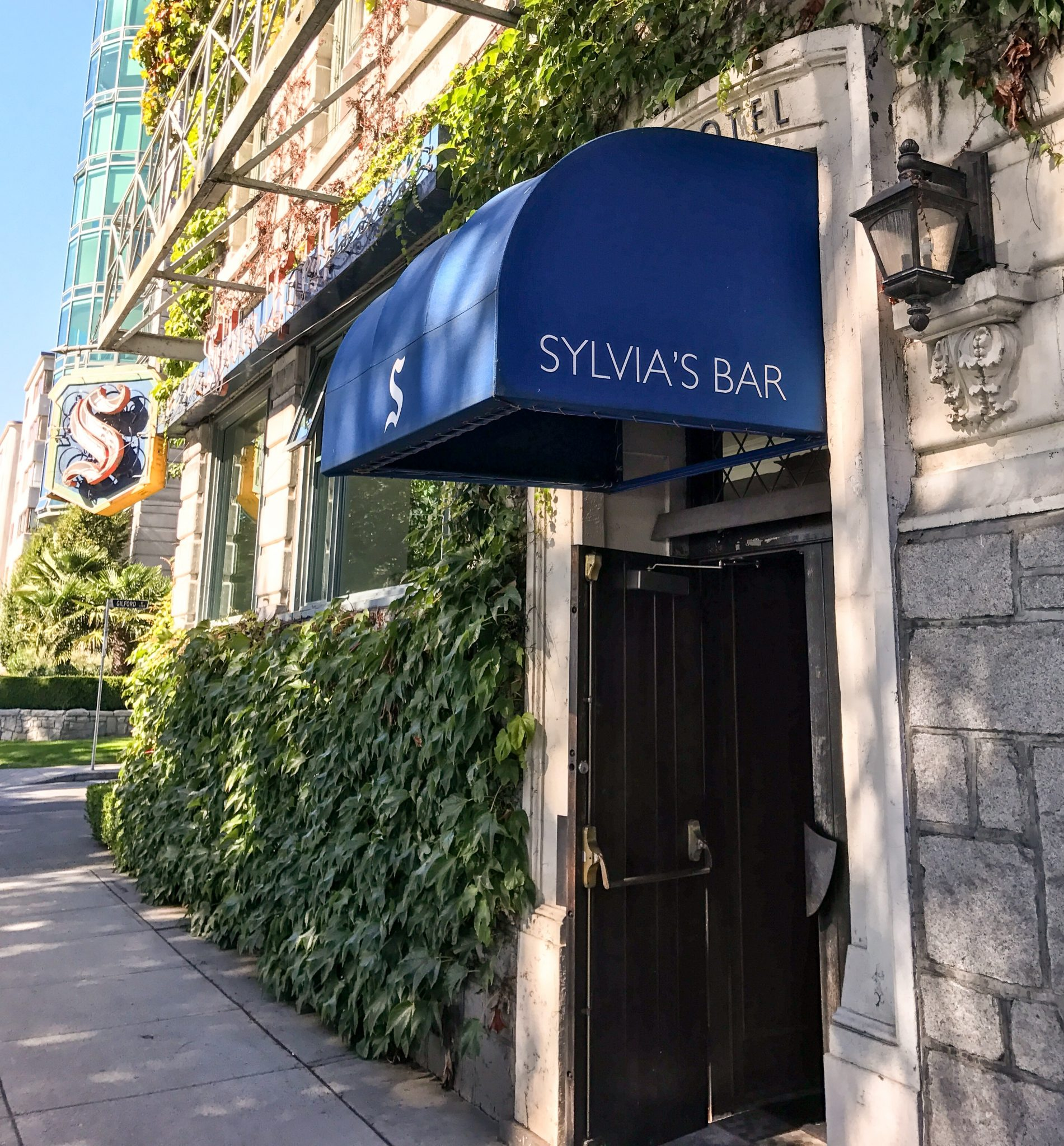 Sylvia Hotel ved English Bay i Vancouver